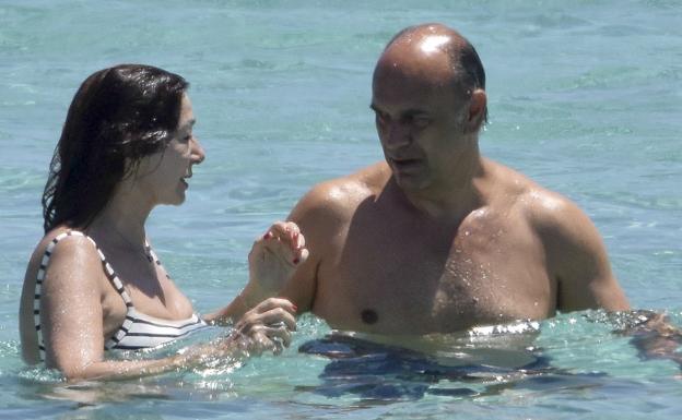 Ana Rosa Quintana y Juan Muñoz pasan página en la playa