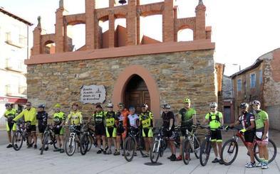 Homenaje en Castrocontrigo a dos miembros de la Asociación Ciclista 'Enterradores del Kaiku'