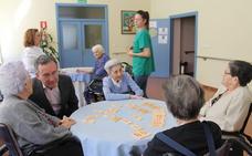 La Residencia Municipal Virgen del Camino programa 16 talleres para mantener activos a 225 mayores