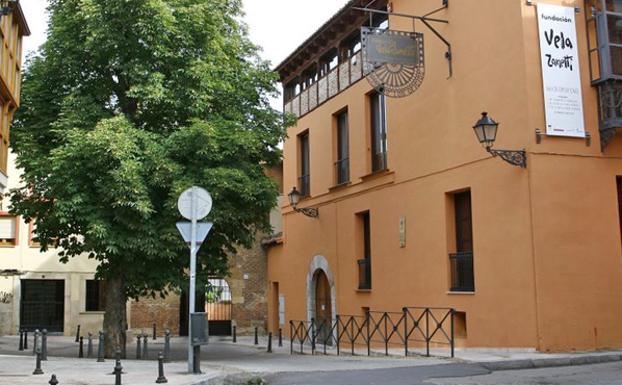 La Fundación Vela Zanetti acoge la muestra de pintura en seda 'Colores del Mediterráneo'
