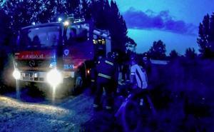 Bomberos de León rescata a un ciclista tras sufrir una aparatosa caída en La Candamia