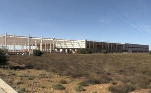 Decathlon avanza en la puesta en marcha del centro logístico de Villadangos, que creará 150 empleos