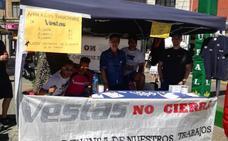 Los trabajadores de Vestas dejan ver su protesta en el GP de La Bañeza