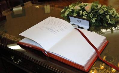 Las rubricas del Libro de Honor de la ULE
