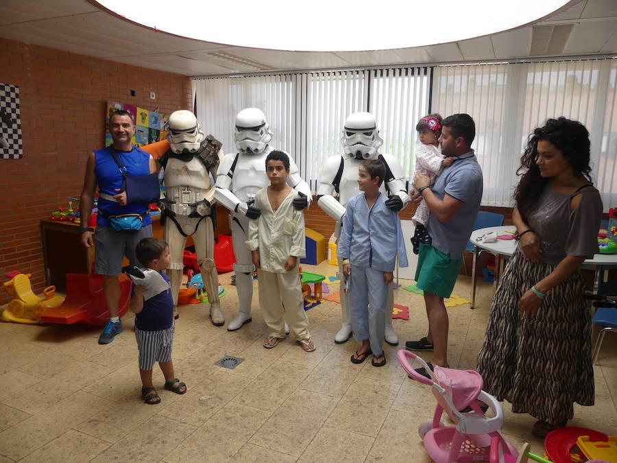La Legión 501 de Star Wars visita a los niños hospitalizados del Hospital El Bierzo