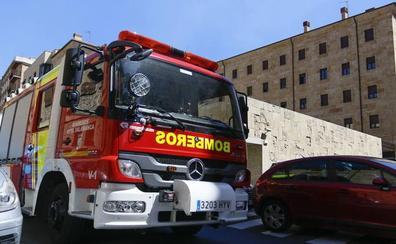 El colectivo de bomberos profesionales critica que de cada cuatro parques solo uno es profesional