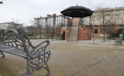 Tres chicos detenidos por presuntamente abusar de otra menor en un parque de Cáceres