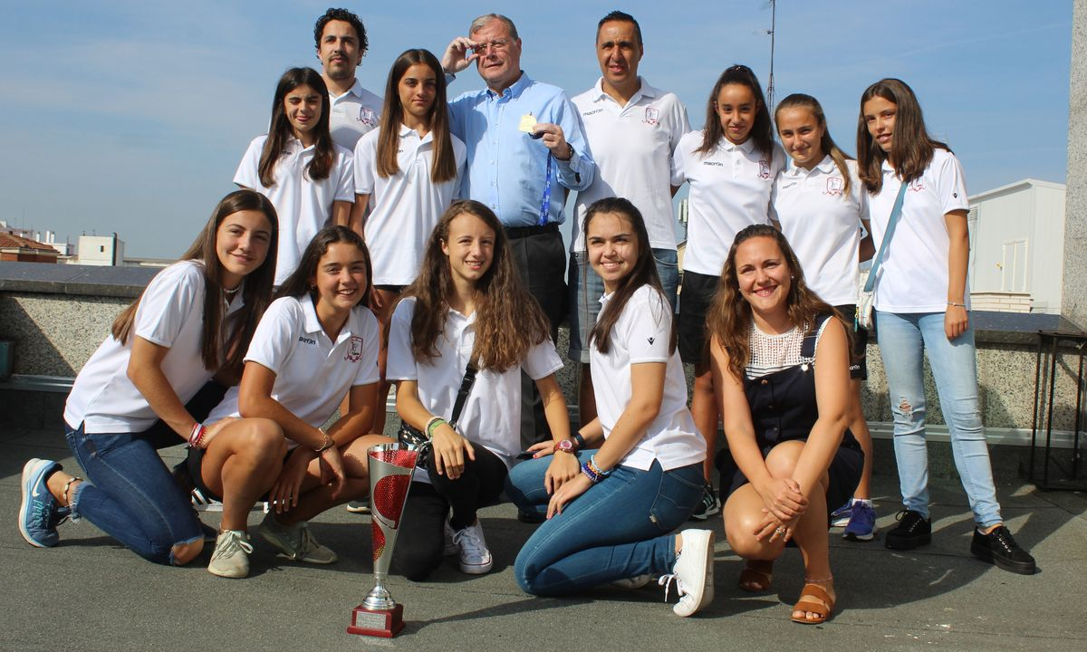 Homenaje al equipo infantil femenino de baloncesto del Divina Pastora