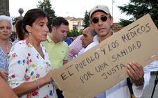 Un millar de personas sale a la calle en Astorga para defender la sanidad pública