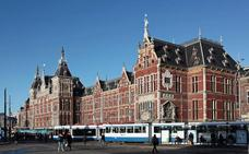 Dos heridos en un ataque con cuchillo en la estación de tren de Ámsterdam