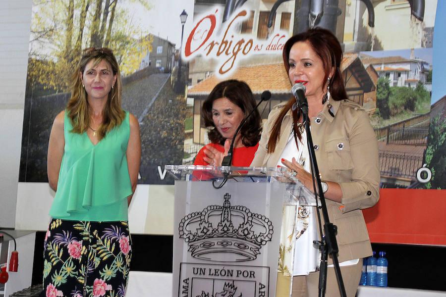 Silvia Clemente inaugura la XIII Feria del Dulce de Benavides de Órbigo