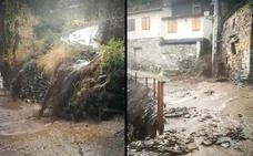 Las cenizas del incendio de La Cabrera tiñen de negro sus ríos un año después