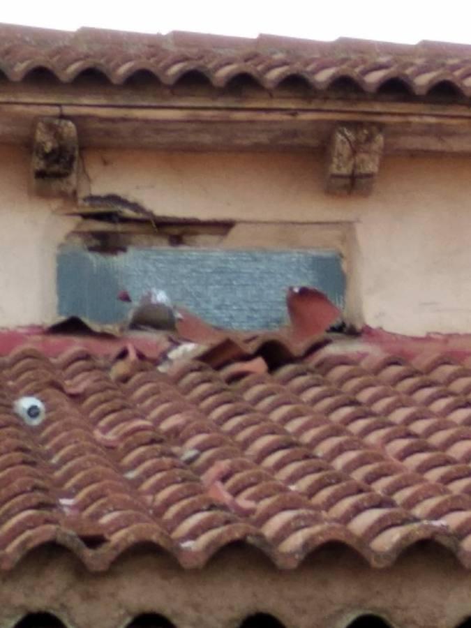 Un rayo cae en la iglesia de Villar de Mazarife ocasionando múltiples daños materiales
