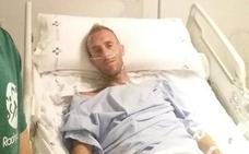 Sergio Sanchez, estable dentro de la gravedad tras un accidente en una playa asturiana