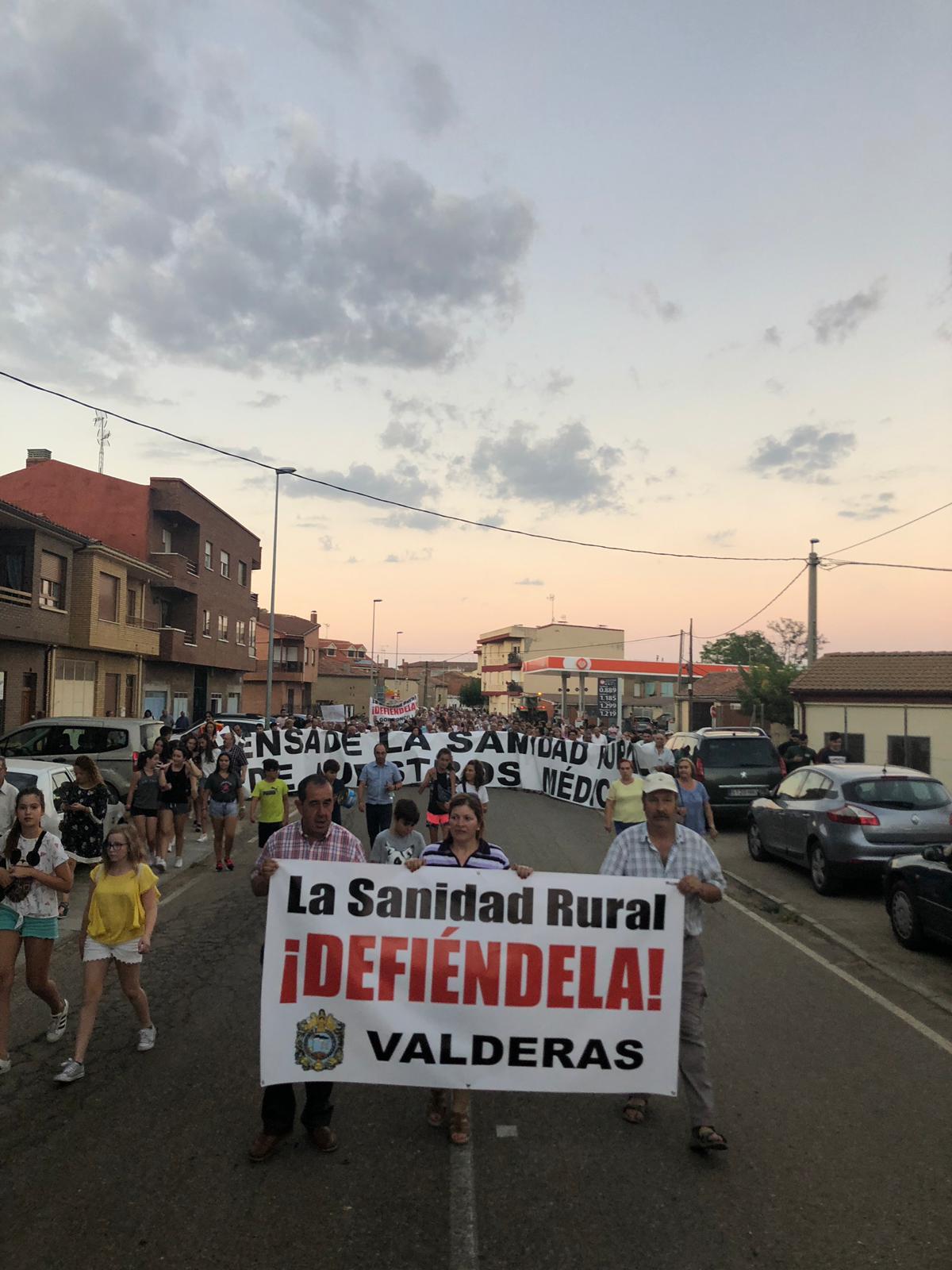 1.500 personas claman en Valderas contra la precariedad en la sanidad rural