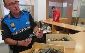 La Policía Local de León recibe 649 objetos perdidos este año y 1.456 personas han reclamado alguno de ellos