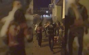 Graban una pelea nocturna en Valencia de Don Juan que acaba con dos heridos