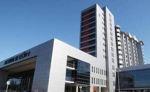 Evacúan al Hospital de León a un varón de 44 años gravemente herido en la salida de vía de su turismo