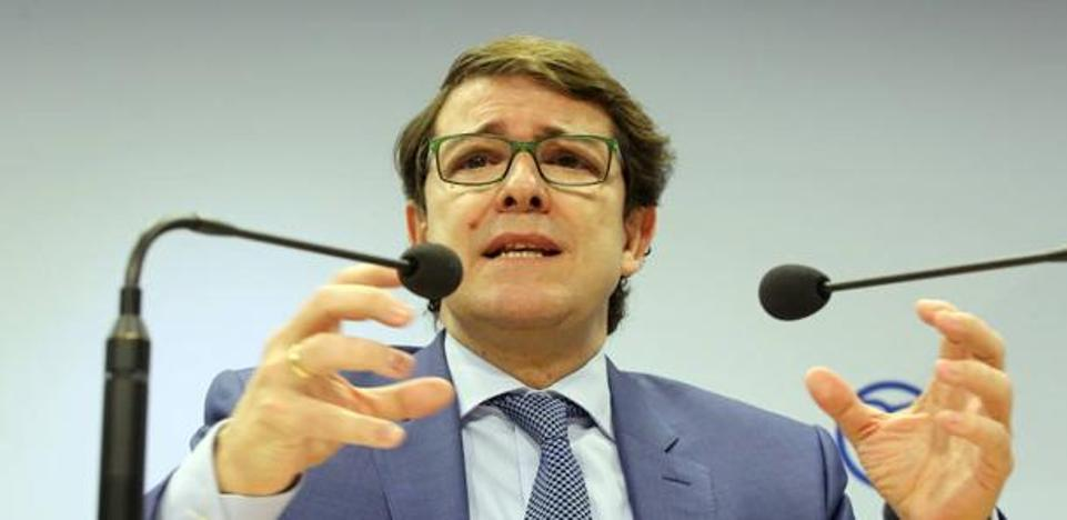 Fernández Mañueco tilda de «incompetente» al Gobierno y expresa su preocupación por el cierre de las térmicas de León y Palencia