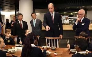 La tremenda metedura de pata del príncipe Guillermo con la comida japonesa