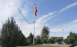 Cs llevará al pleno de Valverde su protesta por rodear la bandera de España con luces de feria