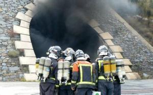 La Fundación Santa Bárbara instruye a bomberos y cuerpos de emergencia en técnicas de intervención en incendios en túneles