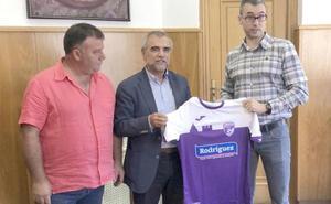 Nueva 'piel' para la Escuela de Fútbol de La Bañeza