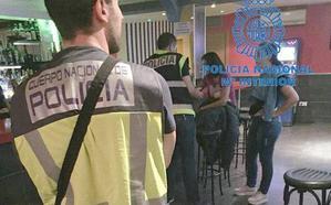 Identifican en bares de alterne de León a 16 mujeres como posibles víctimas de explotación sexual