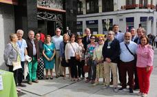 El alcalde visita la mesa de Alzheimer León con motivo del Día Mundial