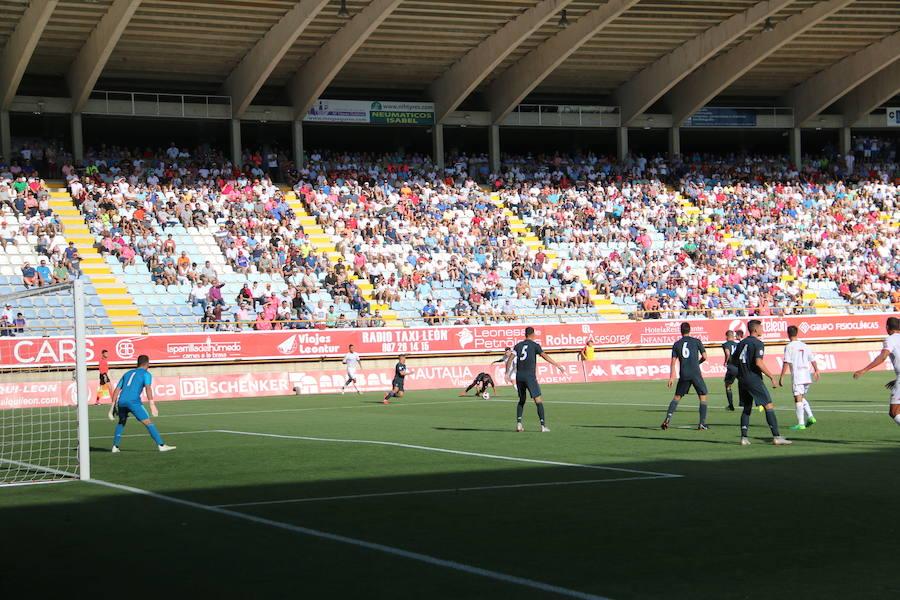 Las imágenes de la afición en el Cultural-Real Madrid