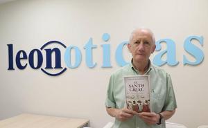 El leonés Carlos Taranilla defiende en su nuevo libro que el Santo Grial estaba tallado en madera