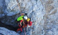 Protección Civil rescata a una montañera herida en Posada de Valdeón