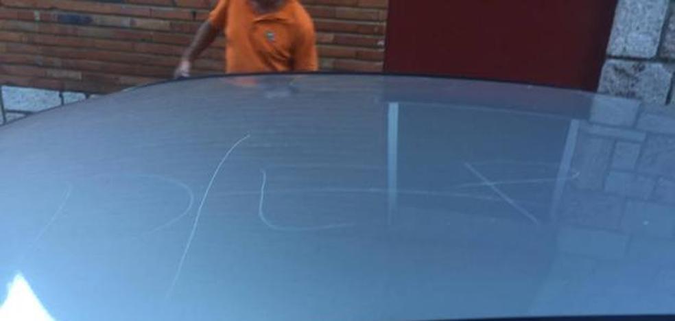 Las amenazas de muerte y los daños en el coche de un concejal de IU en Asturias colman la paciencia de la coalición
