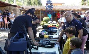 La Policía Nacional celebra una jornada para los niños en el Coto Escolar