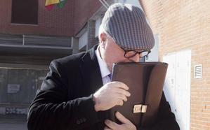 El comisario jubilado propuso la extorsión del abogado aprovechando sus debilidades