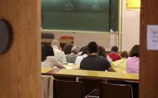 Los aspirantes de León a un puesto en Correos realizan el examen en Oviedo para optar a una de las 47 plazas en concurso
