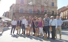 Turoepradores brítanicos subrayan en Astorga el cambio del turismo de sol y playa hacia cultura y gastronómía