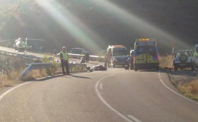 Tres motoristas heridos, al menos uno de gravedad, tras colisionar con una furgoneta en Cármenes