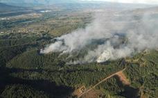 Un incendio calcina 4,5 hectáreas en Cuadros y los agentes logran controlar otro en Palacios del Sil