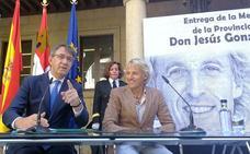 leonoticias.tv   Jesús Calleja recibe la medalla de oro de la provincia de León