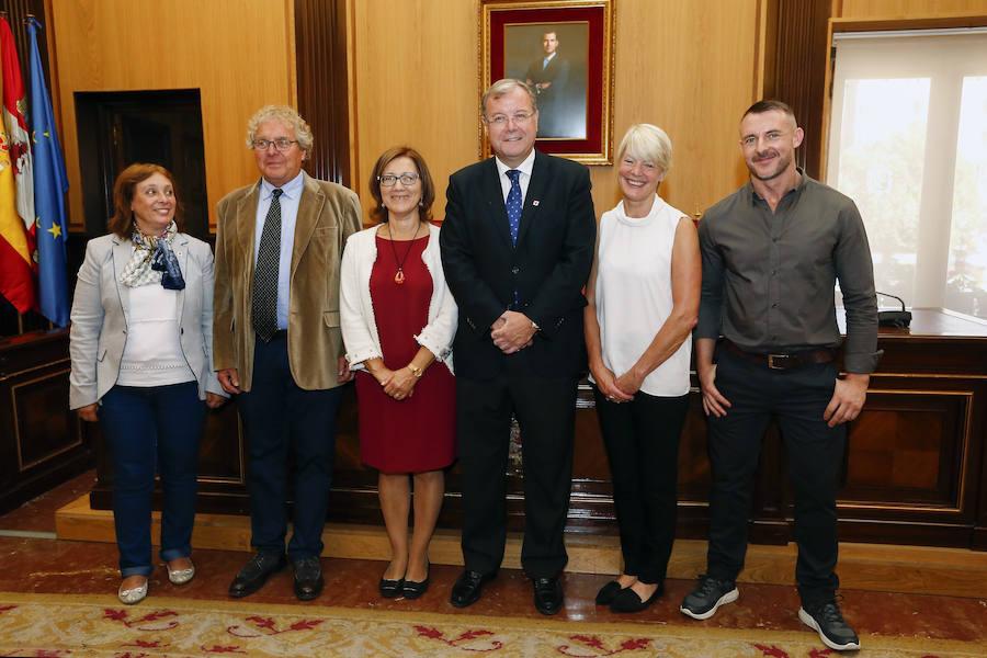 Recepción en el Ayuntamiento de los galardonados con el Premio Mano Amiga 2018