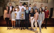 Las selecciones de pádel de Castilla y León campeonas de España por autonomías de menores reciben el homenaje de la Junta