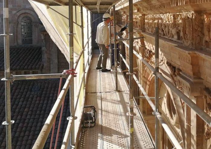La restauración del Claustro de San Isidoro ya va cogiendo color