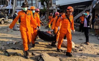 Sube a 1.424 la cifra de muertos por el seísmo y el tsunami en Indonesia