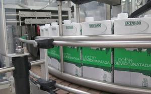 La leonesa Lactiber invertirá tres millones para automatizar la primera parte de la fábrica láctea