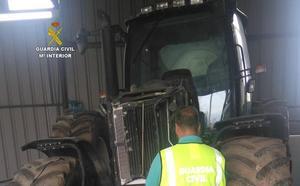 La Guardia Civil detiene a los autores del robo de un tractor agrícola en Cabañas Raras