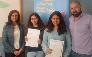 Recibimiento en el Ayuntamiento de Santa María del Páramo a las alumnas de la Escuela de Idiomas