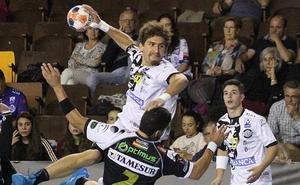 El Abanca Ademar supera al Puente Genil (24-20) en un partido de menos a más