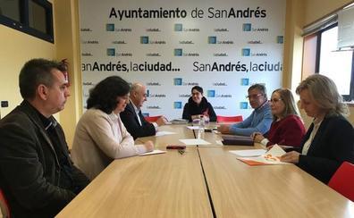 La alcaldesa en funciones de San Andrés aborda la celebración de los próximos plenos en la Junta de Portavoces