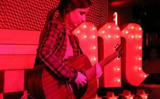 Zahara conmueve a León con un concierto íntimo e intenso